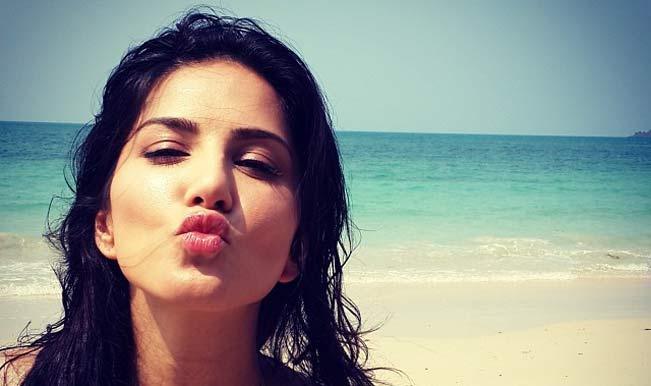 Sunny Leone Kiss