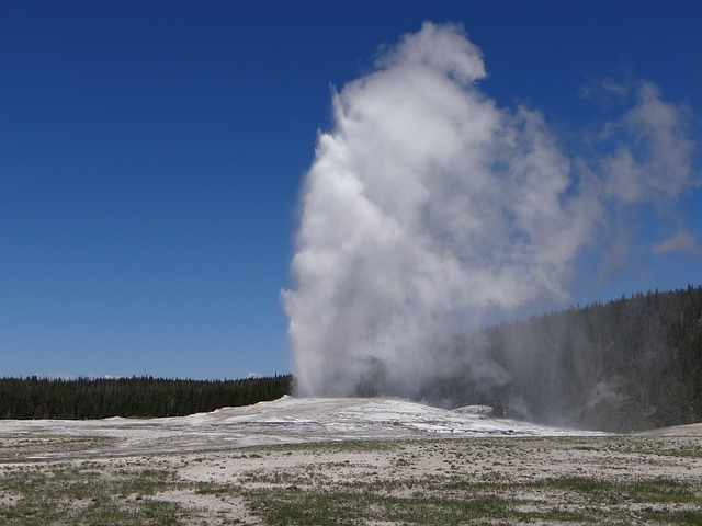 Old Faithful Yellowstone National Park