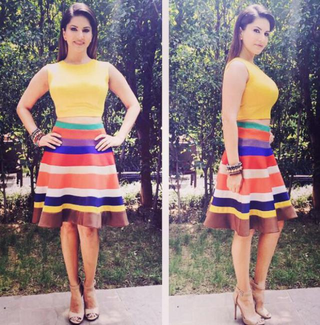 Sunny Leone Outfit