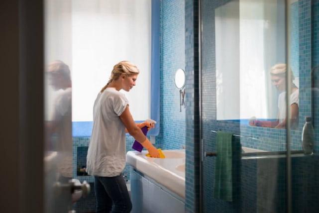 Caulk bathroom tub fixture shower tile vanity showertop for Bathroom caulking service